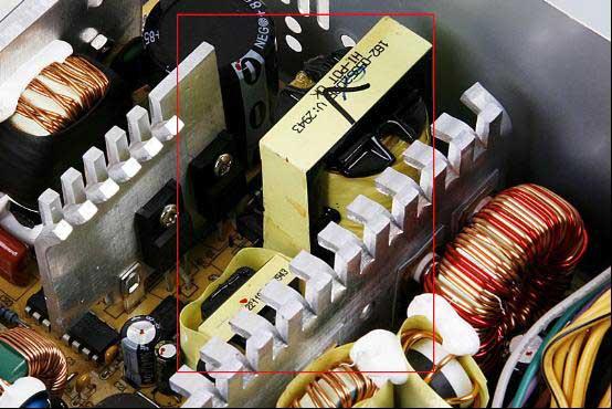 双管正激拓扑电路,散热片之间只有两个变压器