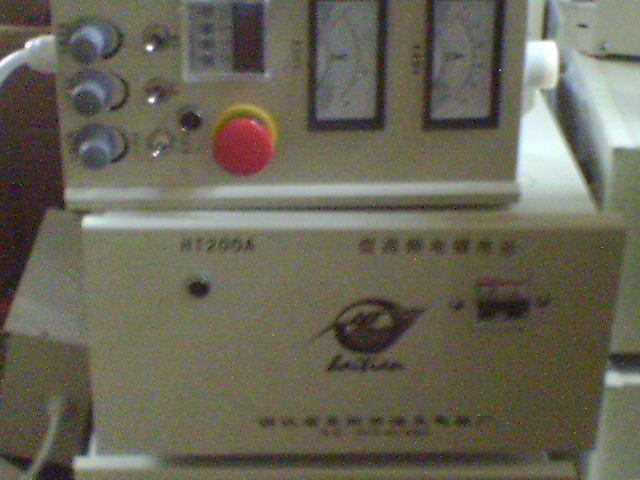 主要用于仿金电镀、及其他贵金属电镀。 产品特点: 1、采用高性能单片机控制、设备运行精确、可靠。 2、根据仿金电镀的工艺要求,三段工作时间及相应的电压、电流值可预先设定。电流电压表采用数字显示,清楚明了。 3、具有自动稳压功能、稳压精度0.5%。 4、具有软启动功能、时间0-9999秒可调。 5、具有高可靠的稳压过流保护功能,稳压状态下输出电流超过正常电流10%时,电流会自动进入限流状态;输出电流超过额定值的50%时,电源自动封锁输出,同时发出声光或光报警。 6、具有短路,过流等保护功能。