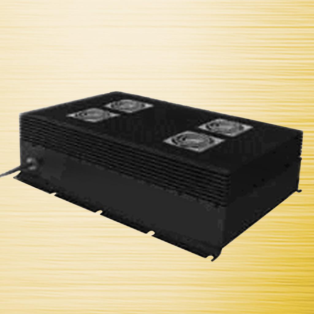 6KW风冷车载充电机 产品概述及应用范围 l 采用最新有源PFC+LLC谐振软开关拓扑。 l 效率高、可靠性好,自然散热,密封防水, l 使用寿命长,符合IEC61851的安全要求。 l 内部集成铅酸电池和锂电池充电模式,切换方便,对铅 l 酸电池可以进行温度补偿 l 整机具有重量轻、体积小、充电稳定,效率高、安全可靠等特点。可以进行浮充、均充自动切换,并具有电池反接、输出短路、输出过载等保护功能。 l 本系列充电机广泛应用于对电动汽车、叉车、高尔夫球车、电动游览车、电动游船、电动清洁设备和 UPS 不间